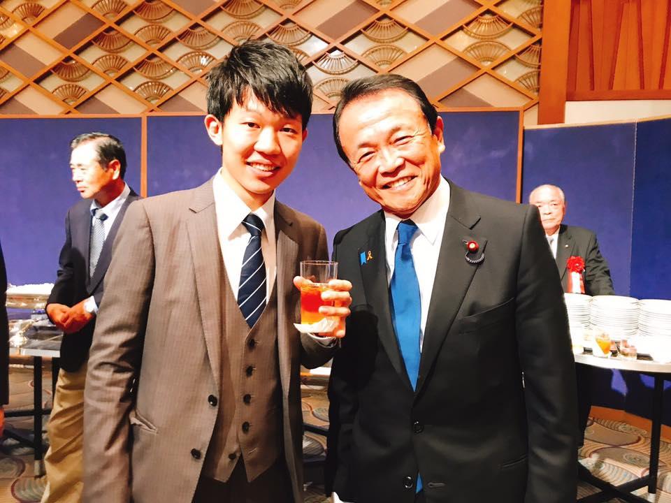 自民党パーティに参加!麻生太郎副総理からの激励